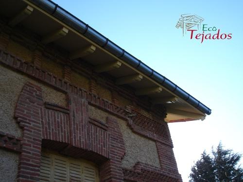 Proceso de reparaci n de un alero da ado for Reparar tejados de madera