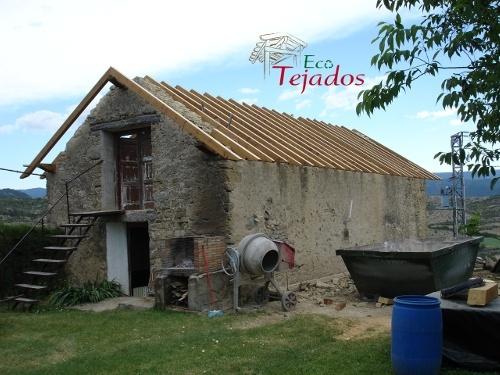 Proceso de reparaci n de un tejado en huesca for Tejados de madera antiguos