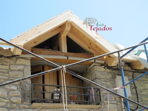 Cambio de uralita por teja en un tejado - Estructura tejado madera ...