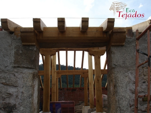Proceso de reparaci n de un tejado en madrid for Tejados de madera vista