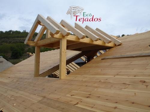 Proceso de reparaci n de un tejado de pizarra en el bierzo - Estructuras de madera para tejados ...