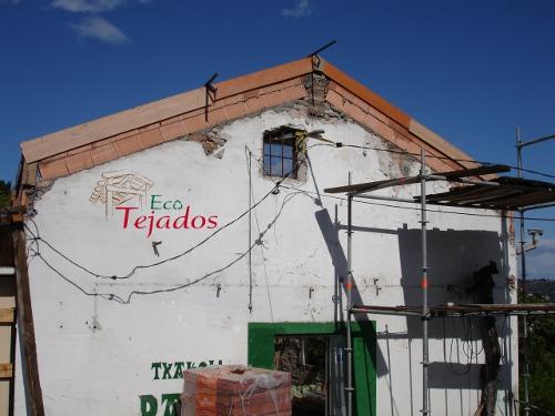Proceso de construcci n de un tejado en for Tejado de madera o hormigon