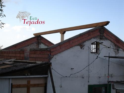 Proceso de construcci n de un tejado en for Tejados de madera antiguos